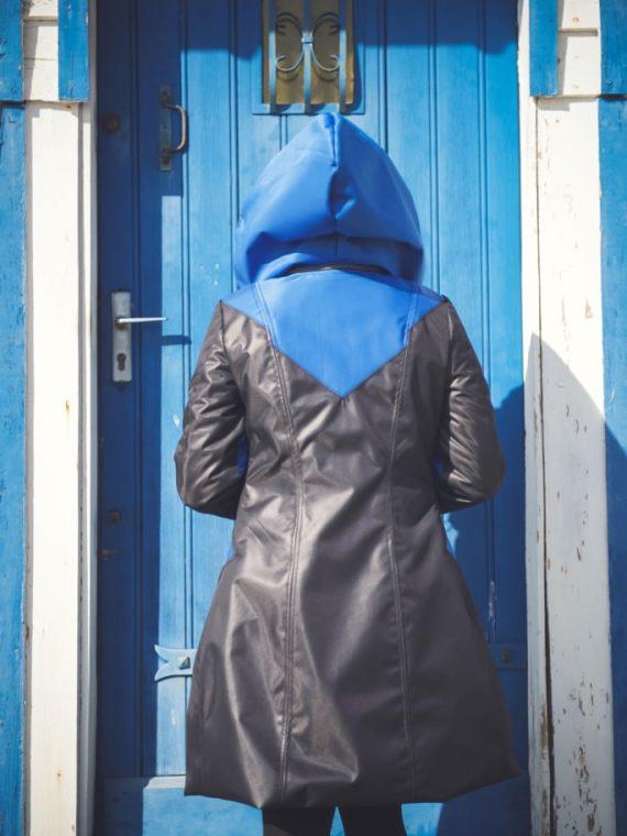 manteau imperméable grande capuche bleu dos