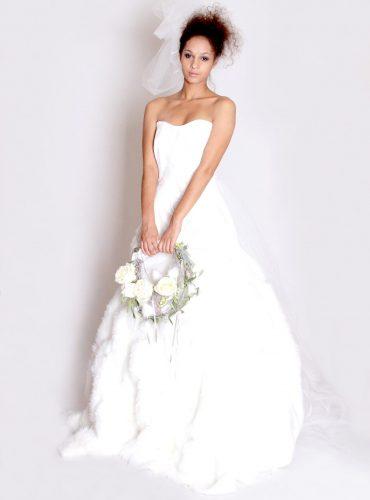 Robe de mariée en fourrure et skai